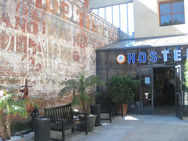 Santa Monica - Hostel Entrance