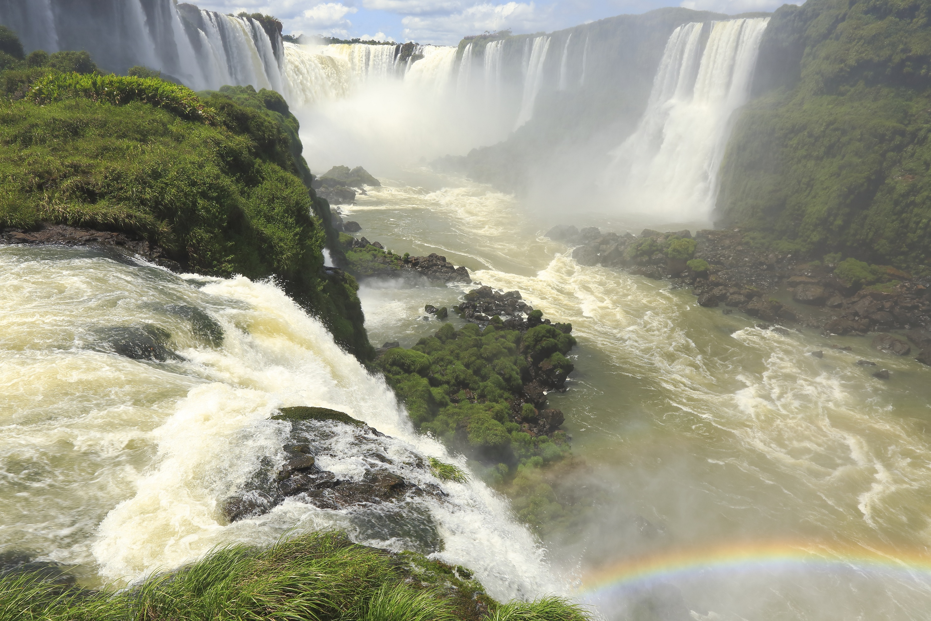 Iguaçu Falls with rainbow
