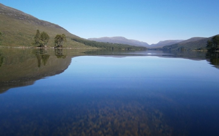 Lake-Loch-Ossian-hostel-Scotland