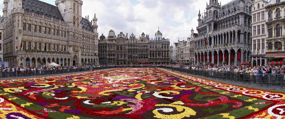 Belgium city guide brussels bruges and antwerp hi - Office de tourisme bruxelles grand place ...