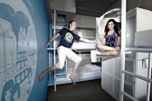 img31964-HI-Lub-d-Siam-Square,-dorm-room-with-a-man-and-woman