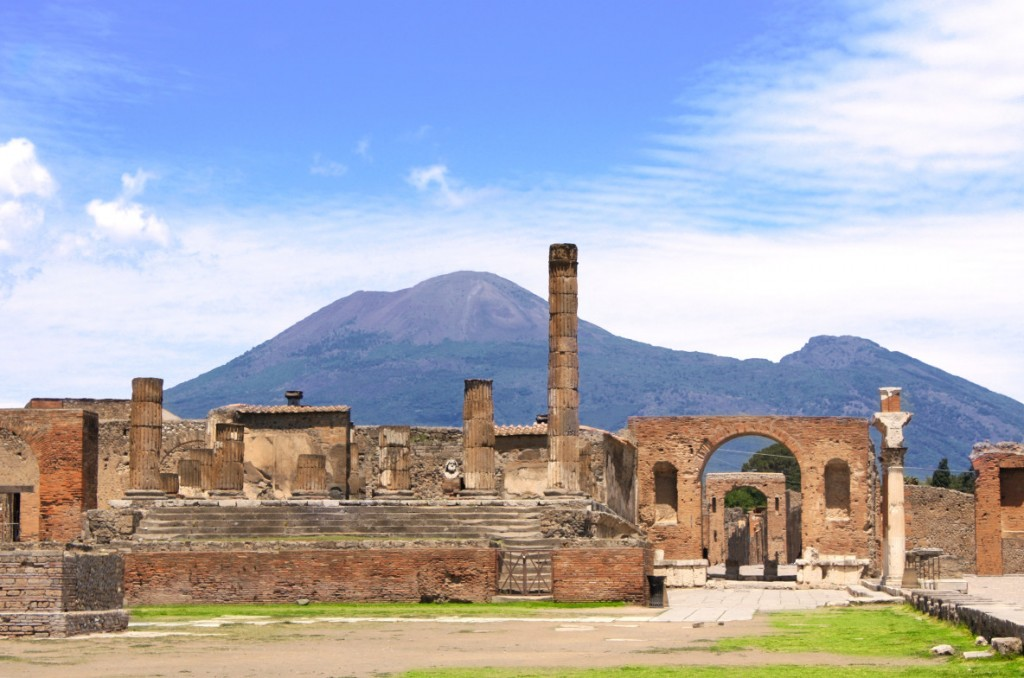 img33494-Pompeii-and-mount-Vesuvius
