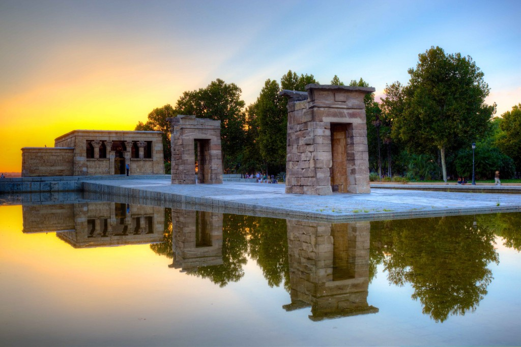 Templo_de_Debod_in_Madrid