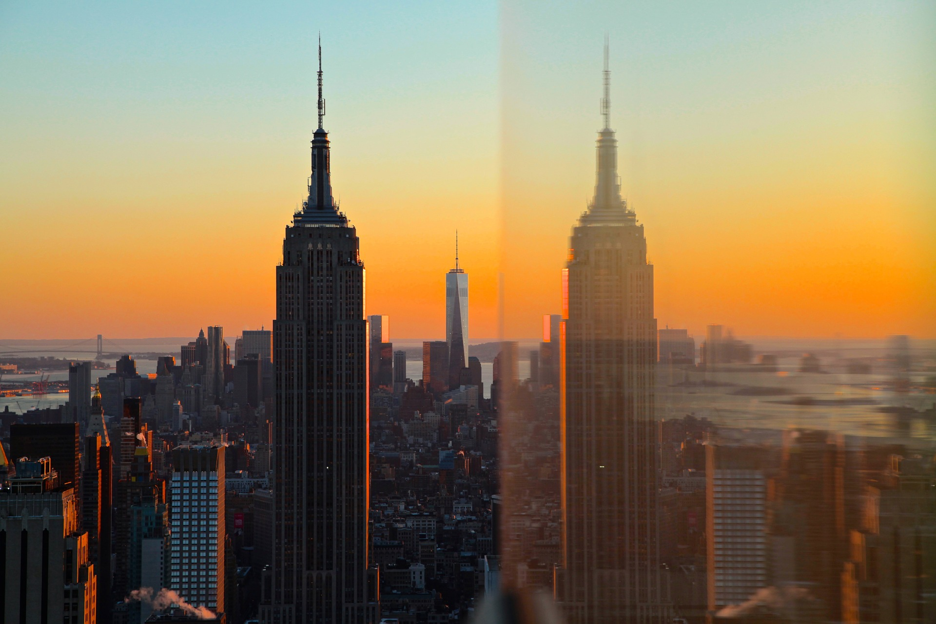 Empire State Building: Hostel Of The Week: HI - New York City