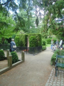 Assistens kirkeg+Ñrd people