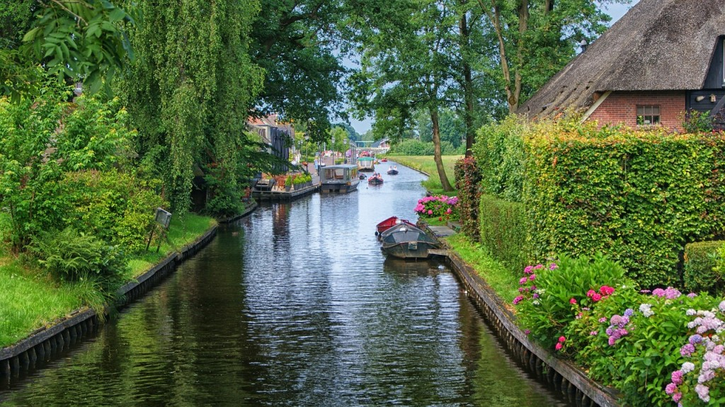 The canals of the car-free town of Giethoorn.