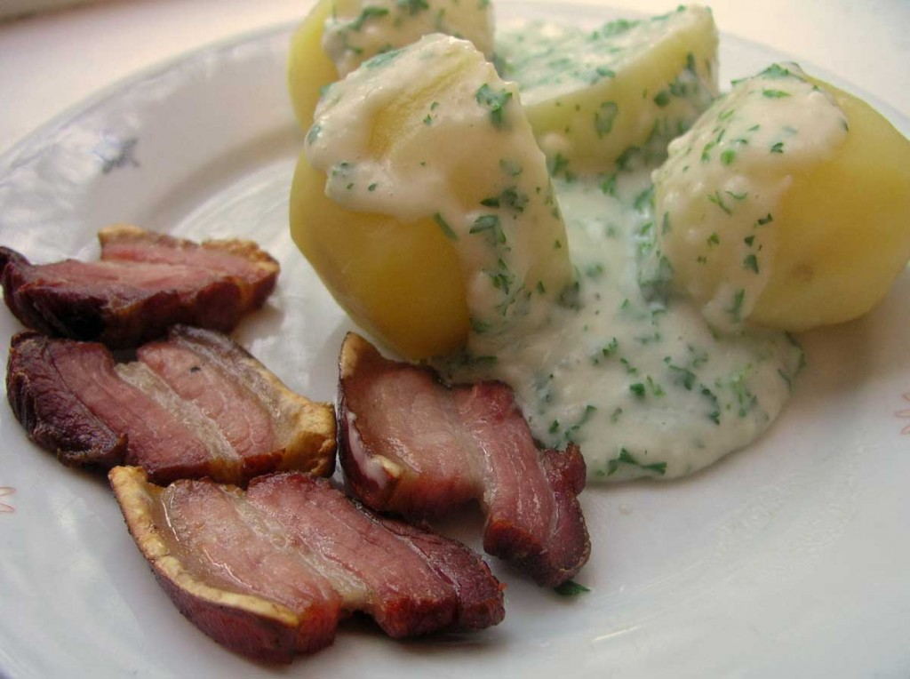 Fried pork with parsley sauce and potatoes